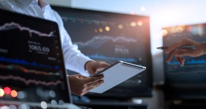 Τι προειδοποιεί τους επενδυτές η Κεφαλαιαγορά για τις παράνομες πλατφόρμες