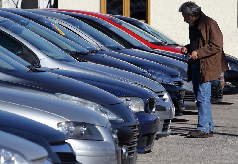 Με την… όπισθεν η αγορά αυτοκινήτου τον Ιανουάριο