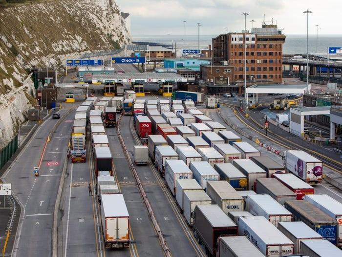 Βρετανία: Τροχοπέδη το Brexit για τις εξαγωγικές επιχειρήσεις