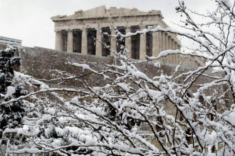Κακοκαιρία «Μήδεια»: Στο κέντρο της Αθήνας κατεβαίνουν τα χιόνια
