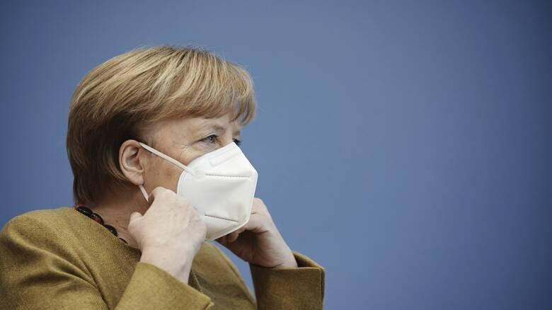 Γερμανία: Τρεις στους 4 αμφισβητούν τη Μέρκελ για τον στόχο του εμβολιασμού