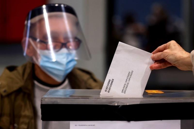 Ισπανία: Εκλογές στην Καταλονία με μέτρα και τεστ κορονοϊού