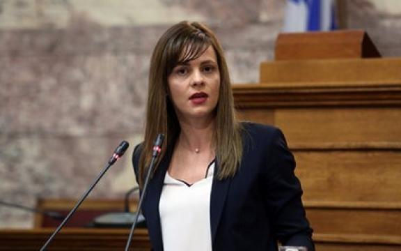 Έ. Αχτσιόγλου: Η κυβέρνηση έχασε τον έλεγχο, «τα ίδια και τα ίδια» από τον Χρ. Σταϊκούρα