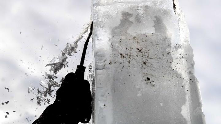 Ο «Ice Man» φωτογραφίζει την παγωνιά του χειμώνα