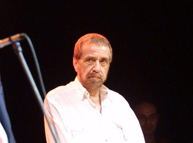 Απεβίωσε ο τραγουδιστής Αντώνης Καλογιάννης