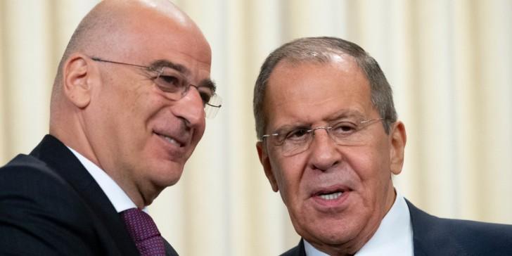Δένδιας-Λαβρόφ: Συνομιλία για τις προοπτικές των σχέσεων Ελλάδας-Ρωσίας