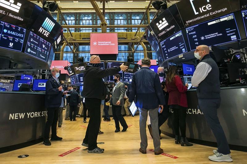 Wall Street: Βύθιση 2,46% του Nasdaq - Μικρά κέρδη για Dow Jones και S&P 500