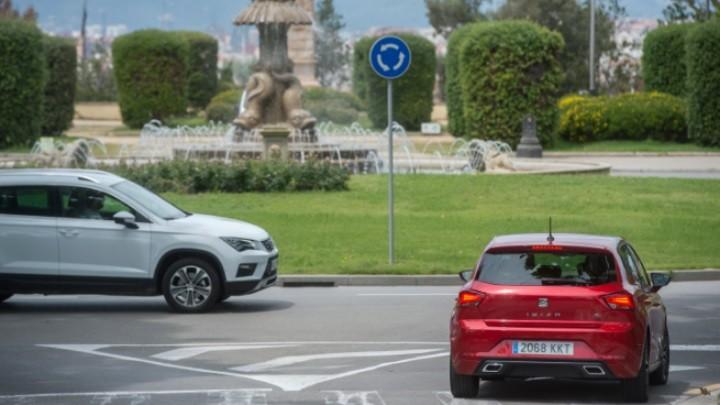 Δυο στους τρεις Ισπανούς δεν ξέρουν να οδηγούν σε κυκλικό κόμβο