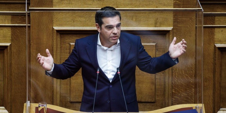 Βουλή: Τσίπρας εγκαλεί  Μητσοτάκη για παραβίαση περιοριστικών μέτρων