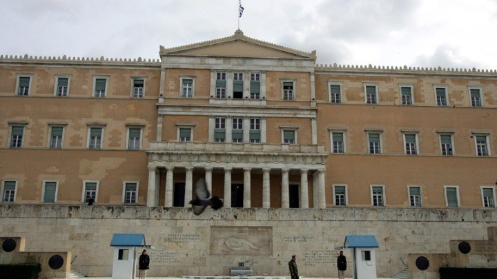 Στη Βουλή η τροπολογία για άμεση καταβολή του ποσού της εθνικής σύνταξης