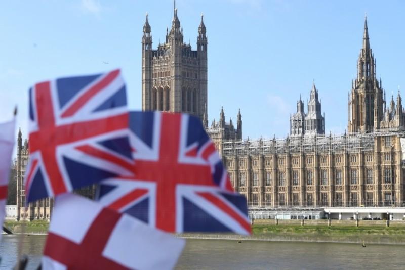 Βρετανία: Πρωτοφανής συρρίκνωση 9,9% για την οικονομία  το 2020