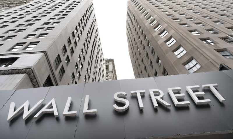 Wall Street: Μικτά πρόσημα και στάση αναμονής ενόψει των ομιλιών Γέλεν και Πάουελ στη Γερουσία