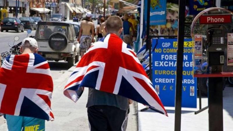 Βρετανία: Μαζική αύξηση κρατήσεων προς την Ελλάδα