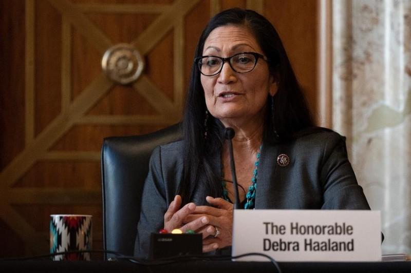 Ντεμπ Χάαλαντ: Η πρώτη αυτόχθων υπουργός στην ιστορία των ΗΠΑ