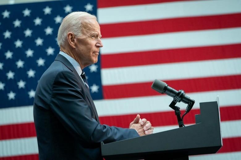 ΗΠΑ: Ο πρόεδρος  Μπάϊντεν κύρωσε σε νόμο το πακέτο 1,9 τρισ.δολαρίων