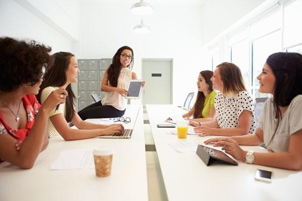 PwC: Τις γυναικείες κατακτήσεις στην εργασία έπληξε η πανδημία