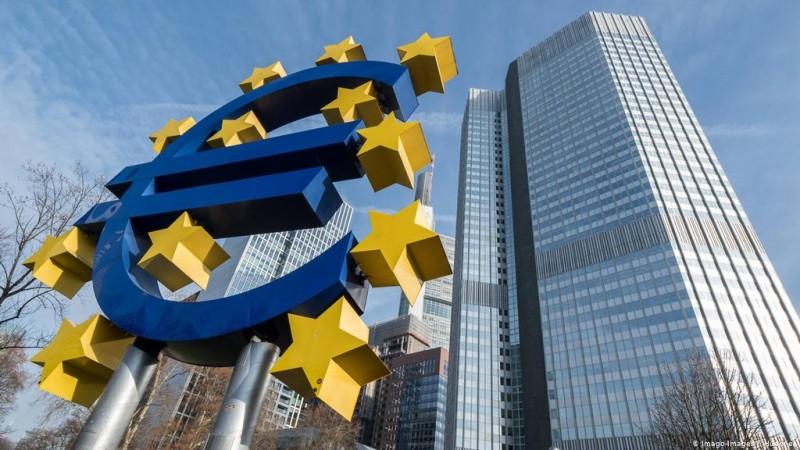 EKT: Επιβραδύνει τις αγορές ομολόγων παρά τις προειδοποιήσεις για αύξηση του κόστους δανεισμού