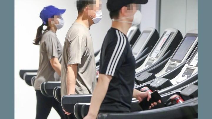 Ερευνα: Η μάσκα στην έντονη άσκηση ασφαλής για τους υγιείς