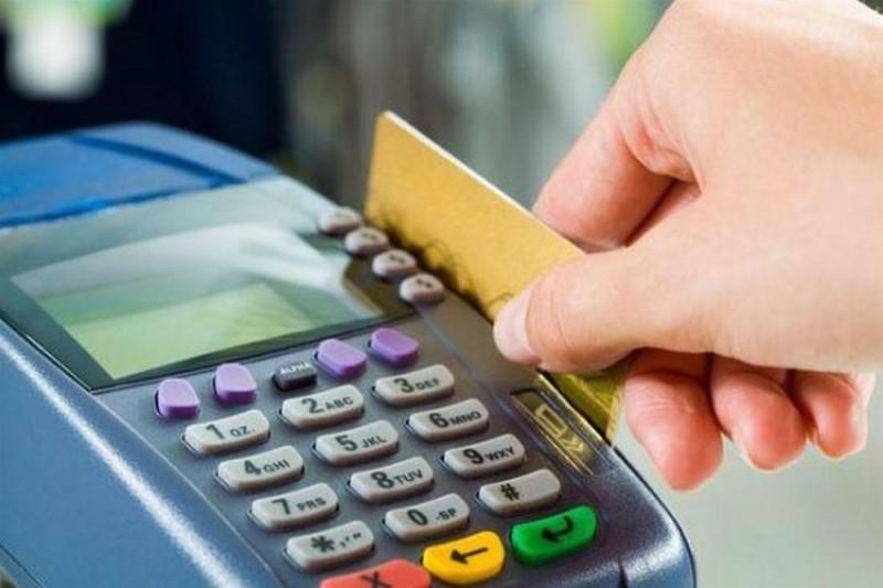 ΙΟΒΕ: Η αύξηση της χρήσης καρτών ενίσχυσε τα φορολογικά έσοδα