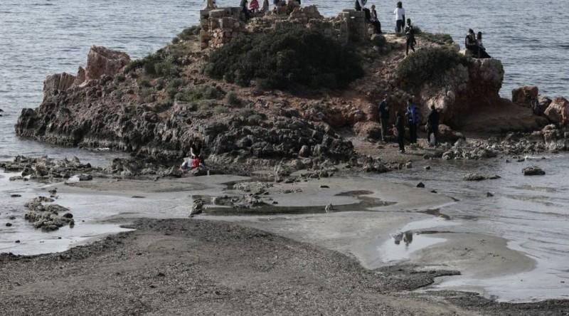 Καβούρι: Εντυπωσιακές εικόνες από την υποχώρηση της θάλασσας