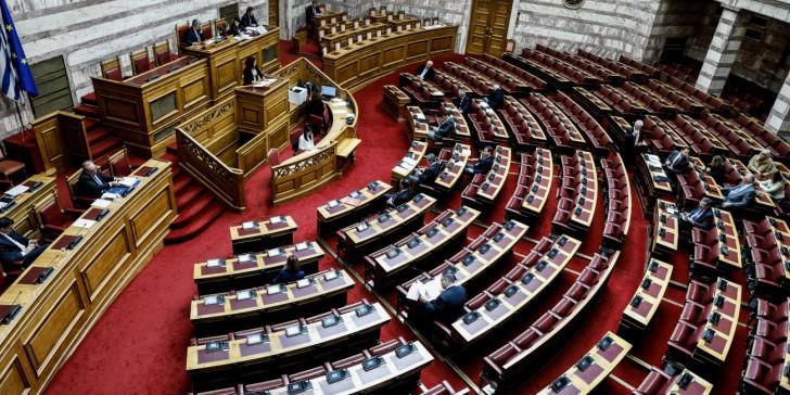 Βουλή: Τα κόμματα καταδικάζουν την επίθεση κατά του αστυνομικού στη Ν. Σμύρνη