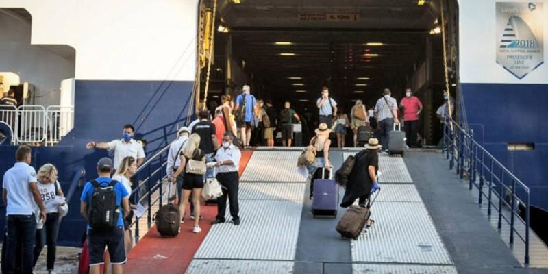 «Βουτιά» 39,2% στην επιβατική κίνηση στα λιμάνια