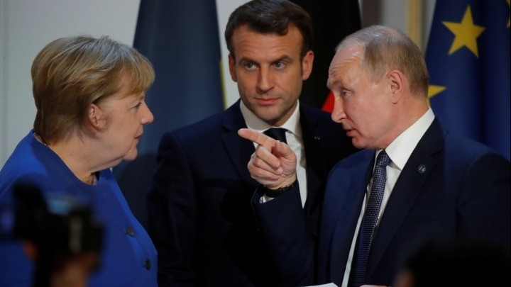 Πιθανή συνεργασία για τα εμβόλια συζήτησαν Μακρόν, Μέρκελ και Πούτιν