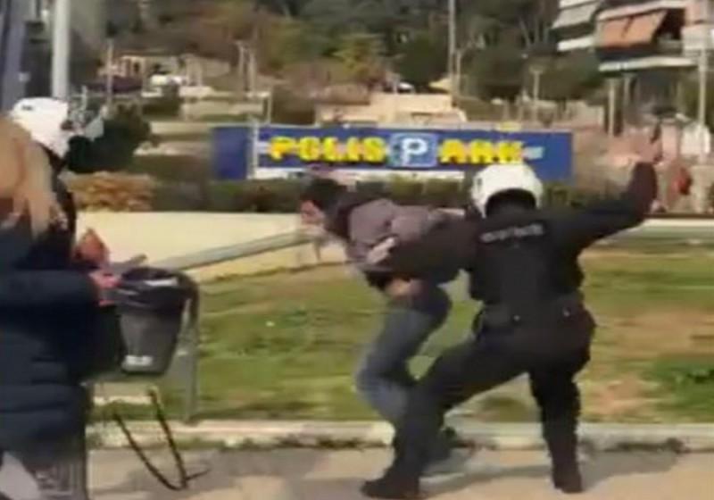 ΕΛΑΣ: Σε διαθεσιμότητα ο αστυνομικός για τον ξυλοδαρμό