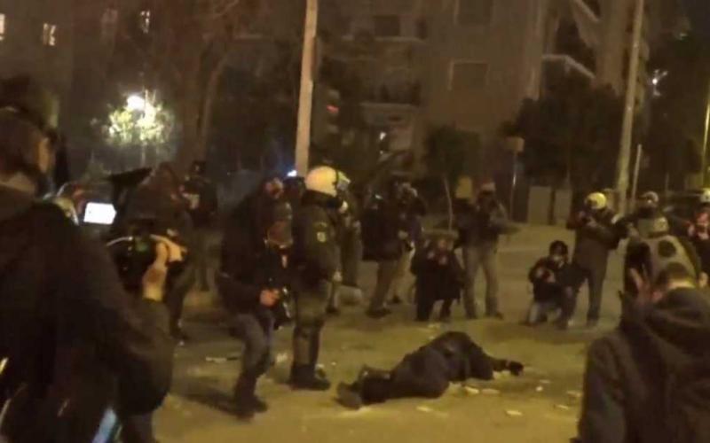 Ν. Σμύρνη: Για απόπειρα ανθρωποκτονίας ο ένας από τους 16 συλληφθέντες