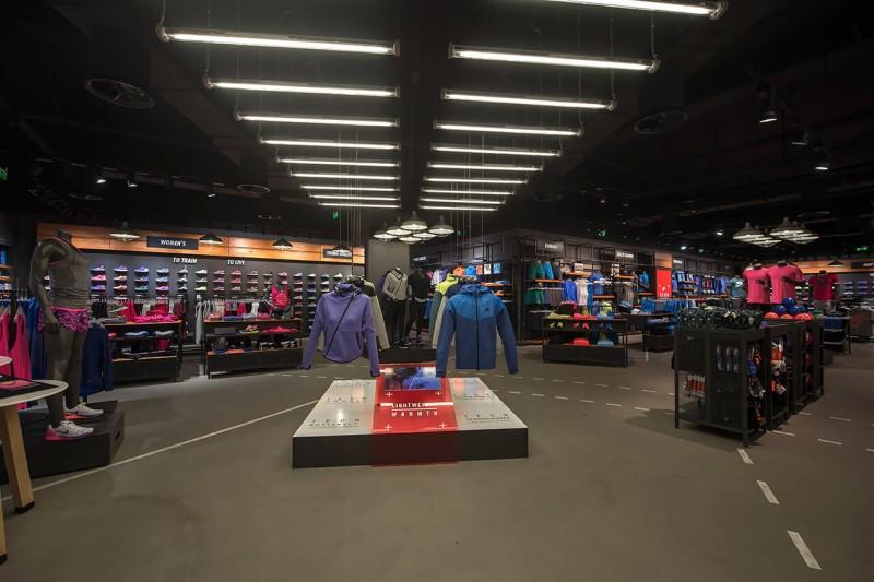Nike: Άνοδος σε πωλήσεις και κέρδη στο γ' τρίμηνο της χρήσης της