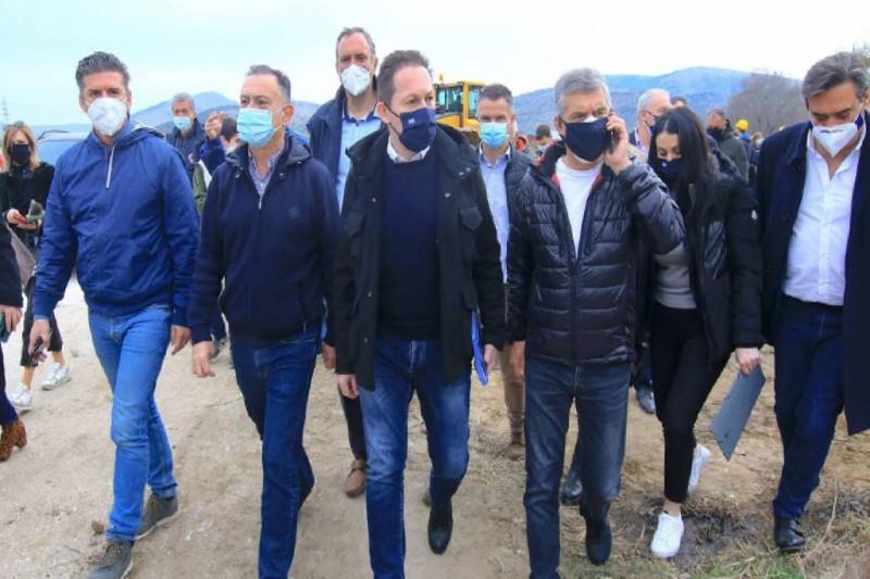 Πέτσας: Τη Δευτέρα κατατίθενται 300.000 ευρώ σε κάθε σεισμόπληκτο δήμο