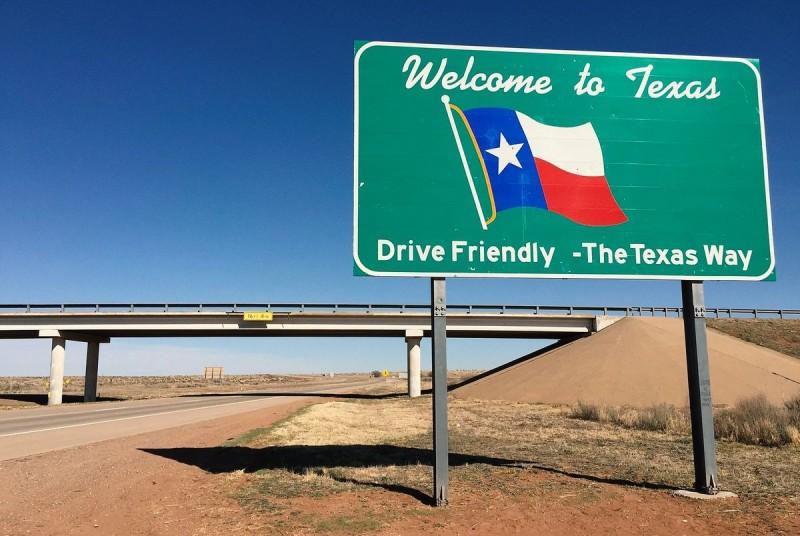 Το Τέξας αίρει την υποχρέωση των κατοίκων να φορούν μάσκα