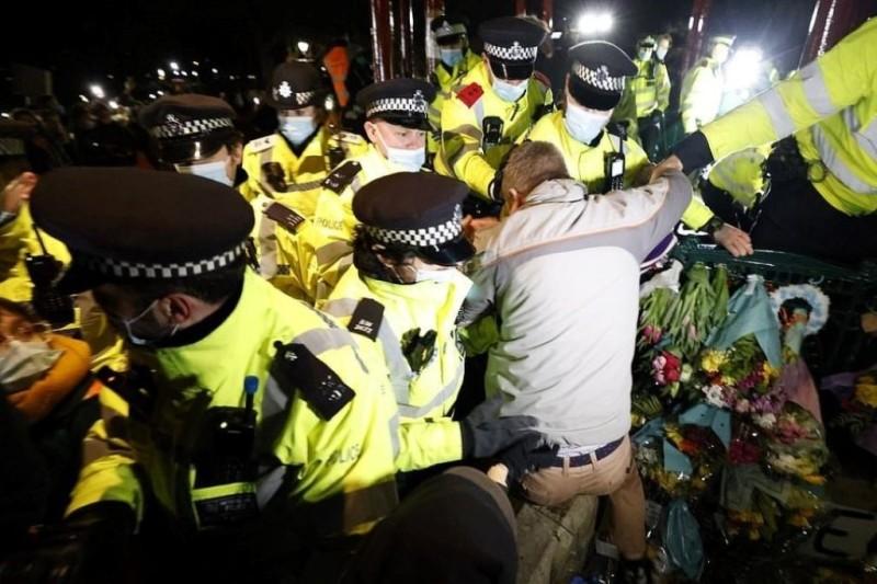 Βρετανία: Αντιδράσεις για τη βία της αστυνομίας