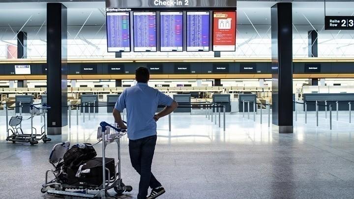 Συνεχίζεται η πτωτική πορεία της επιβατικής κίνησης στις αερομεταφορές