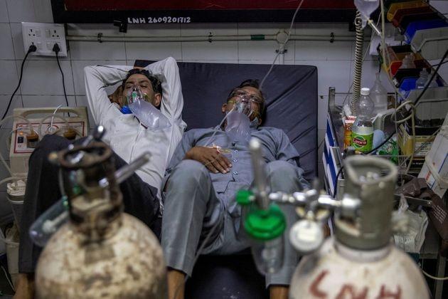 Ινδία: Εκτός ελέγχου η πανδημία, τεράστιες ελλείψεις οξυγόνου