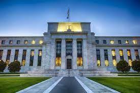 Επιτάχυνση της οικονομικής ανάπτυξης στις ΗΠΑ διαπιστώνει η Fed
