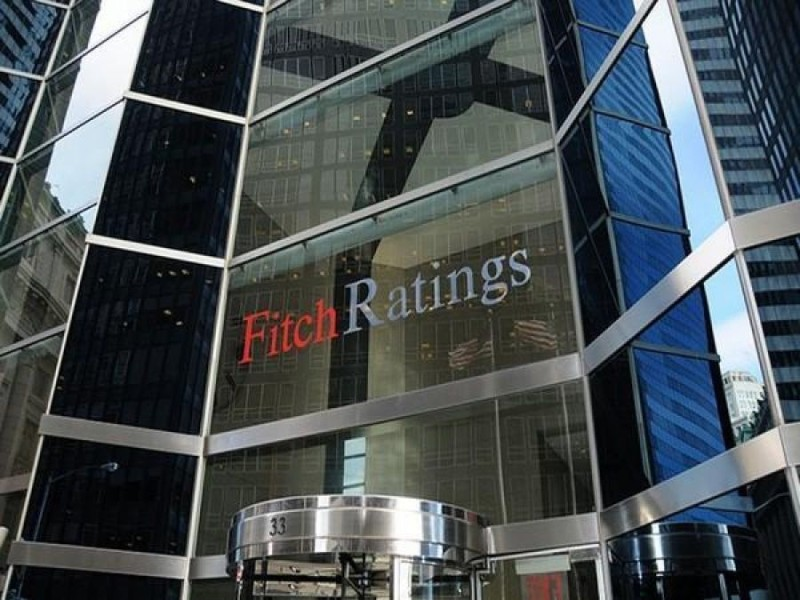 Fitch: Μείωση κάτω του 30% στα «κόκκινα» δάνεια των τραπεζών