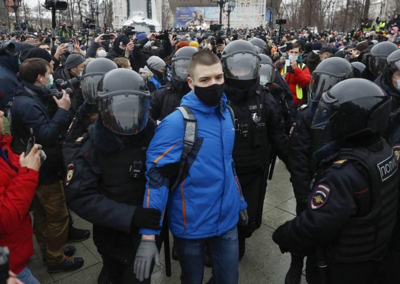 Ρωσία: 1.800 συλλήψεις στις διαδηλώσεις υπέρ Ναβάλνι