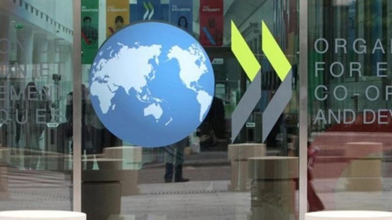 ΟΟΣΑ: Παραμένει υψηλή η φορολογία των μισθών στην Ελλάδα