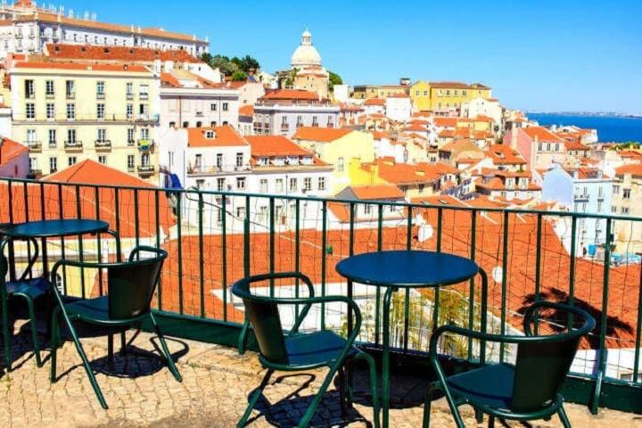 Πορτογαλία: Ανοίγουν μουσεία, γυμνάσια και καφέ