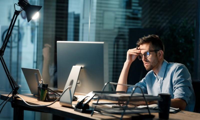 ΓΣΕΕ: Υπερωριακή απασχόληση χωρίς αμοιβή για 40% των εργαζομένων
