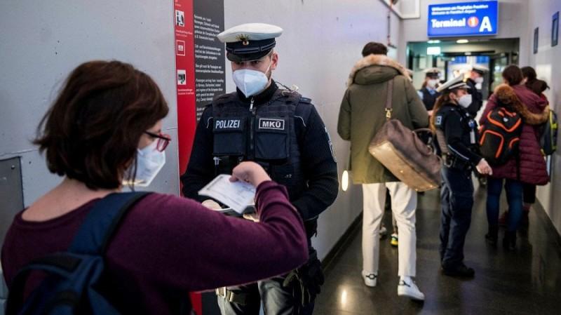 Ε.Ε.: Ανοίγουν τα σύνορα σε πλήρως εμβολιασμένους από τρίτες χώρες