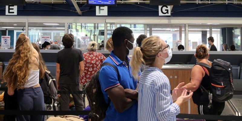 Γαλλία: Υποχρεωτική απομόνωση για ταξιδιώτες από Βρετανία