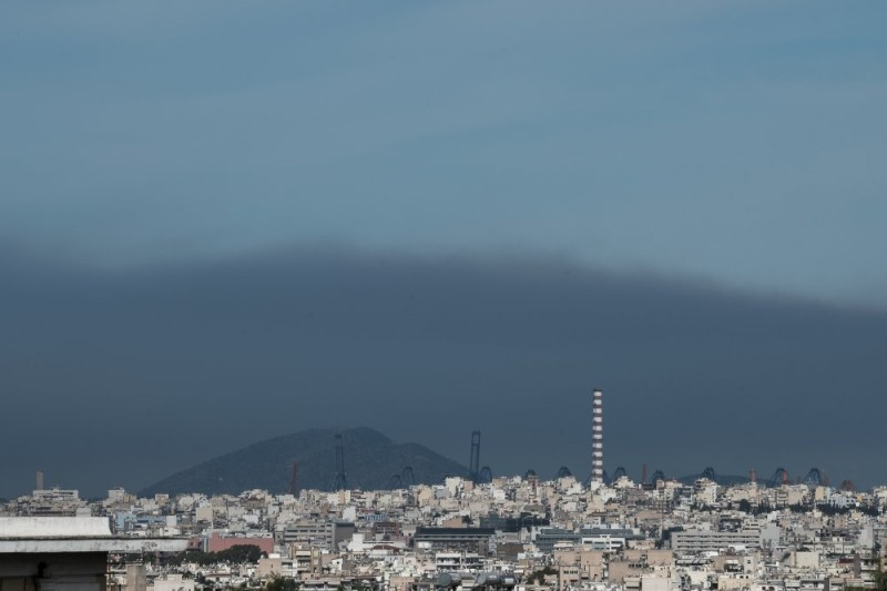Συστάσεις επιστημόνων και υπουργείου Υγείας για τους καπνούς από τη φωτιά στον Σχίνο