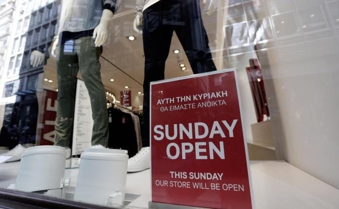 Ανοικτά και με εκπτώσεις τα καταστήματα την Κυριακή