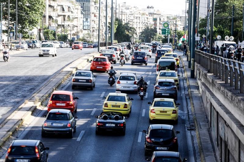 ΑΑΔΕ: Νέο «όπλο» στη μάχη για τις παράνομες εισαγωγές οχημάτων