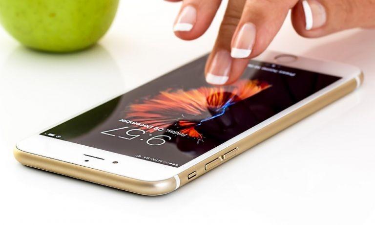 Κινητά τηλέφωνα: Ποιες εφαρμογές «τρώνε» γρήγορα την μπαταρία