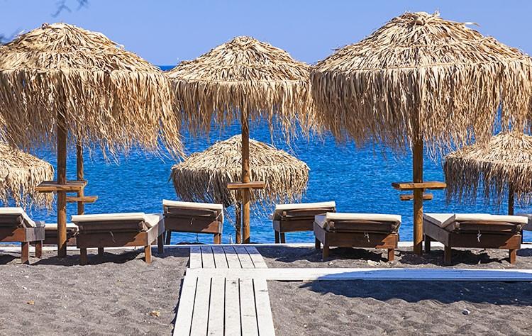 Ανοίγουν από σήμερα οι οργανωμένες παραλίες