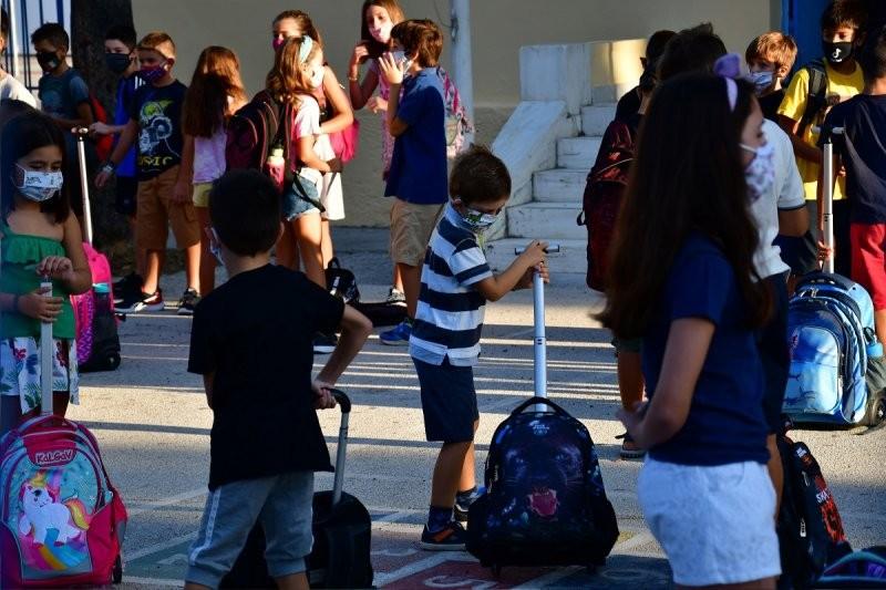 10  Μαΐου ανοίγουν τα σχολεία με self tests από μαθητές-εκπαιδευτικούς