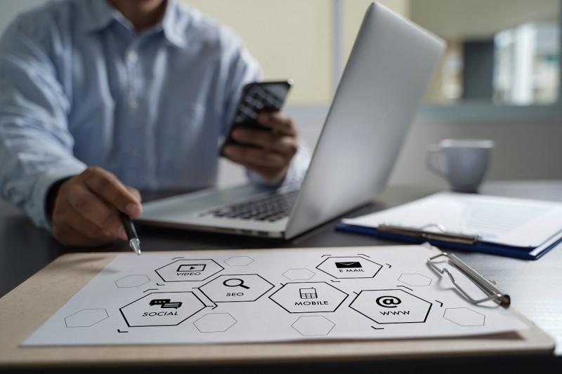 Retargeting.biz: Συνεργασία με Mastercard για ενίσχυση μικρών επιχειρήσεων